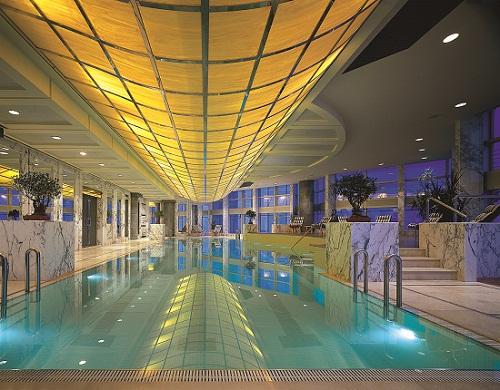 金茂俱乐部——上海餐厅,九重天——位于87层的空中酒廊和钢琴吧.